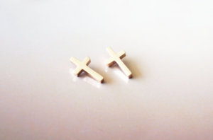 By Rabbits Fantasy World: Cross stud earrings